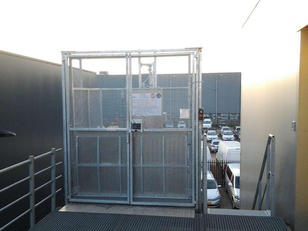 Magazijnlift bij autobedrijf van Mossel Waalwijk - De Jong's Liften