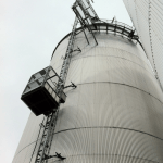 PT500A tegen silo - De Jong's Liften