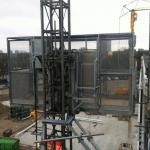 Personen-/goederenlift PT2000A voor veilig vervoer op bouwproject - De Jong's Liften