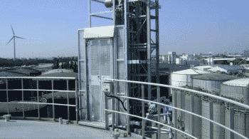 Industriële lift uitgevoerd met hoge etagedeuren - De Jong's Liften