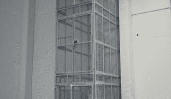 Magazijnlift in loods - De Jong's Liften