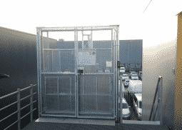 Gesloten magazijnlift SL met laad- en loskleppen - De Jong's Liften