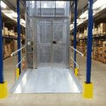 Magazijnlift SL met vaste oprit in distributiecentrum - De Jong's Liften