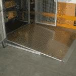 Magazijnlift met laad- en loskleppen - De Jong's Liften