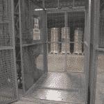 Magazijnlift met verzinkte staalplaatvloer - De Jong's Liften