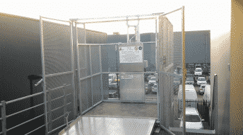 Verschillende vloeren in magazijnlift - betonplex