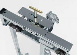 Close up van slotvergrendeling van een standaard etageschuifhek LDR4A - De Jong's Liften