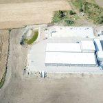 Luchtfoto van de productiefaciliteit van De Jong's Liften in Tsjechië