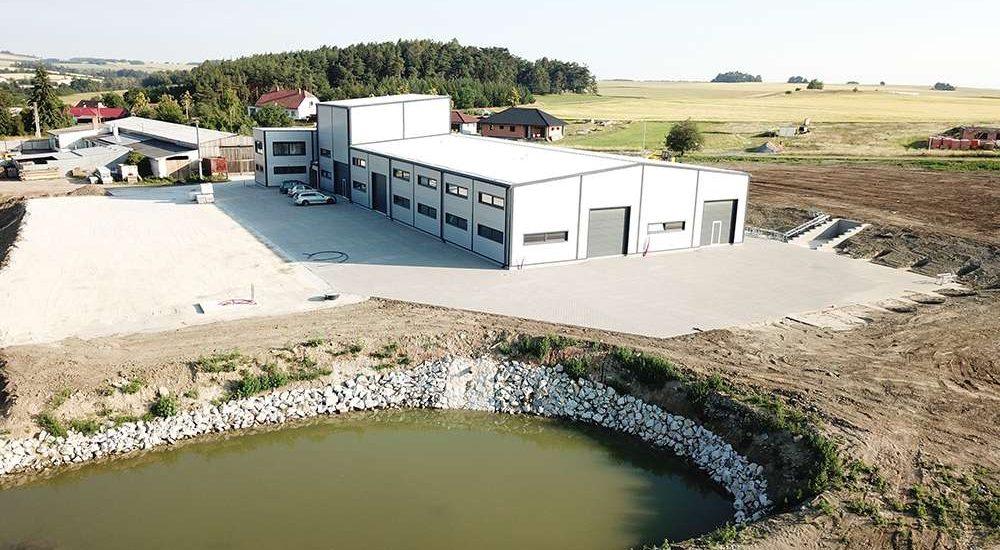 De verkoop- en productiefabriek van De Jong's Liften in Tsjechië